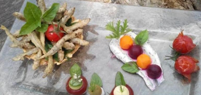 Οι συνταγές των σεφ μας: Αθερίνα σε φωλιά πατάτας με πέρλες λαχανικών.