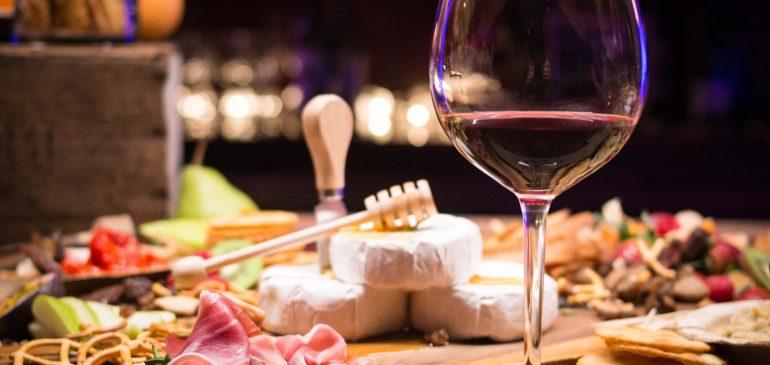 9 tips για το κρασί από τον σομελιέ του Alain Ducasse